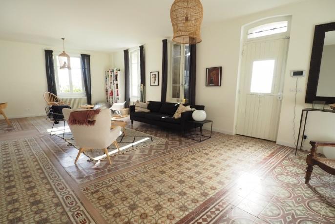 agent-immobilier-villa-a-vendre-13200-arles